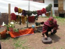 DYEING  ALPACA WOOLS AT CHINCHERO